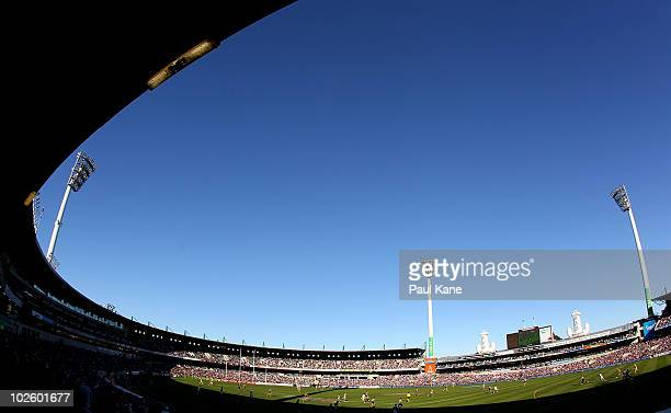 General view of play during the round 14 AFL match between the Fremantle Dockers and the Port Adelaide Power at Subiaco Oval on July 3, 2010 in...