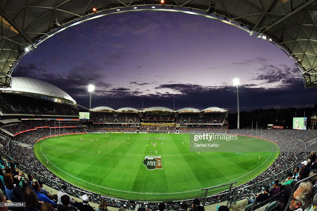 A general view of play during the round 21 AFL match between Port Adelaide Power and the Collingwood Magpies at Adelaide Oval on August 13, 2017 in Adelaide, Australia.