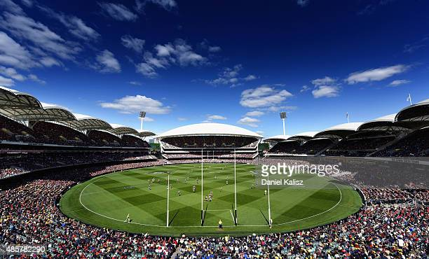 A general view of play during the round 22 AFL match between the Adelaide Crows and the West Coast Eagles at Adelaide Oval on August 30 2015 in...