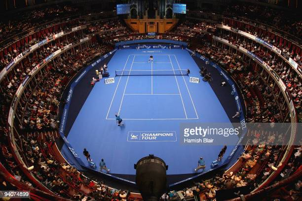 General view of play during the Singles Final between Stefan Edberg of Sweden and Pat Rafter of Australia during day six of the AEGON Masters Tennis...