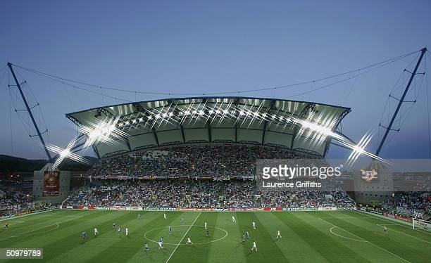 General view of play during the UEFA Euro 2004, Group A match between Russia and Greece at the Algarve Stadium on June 20, 2004 in Faro, Portugal.