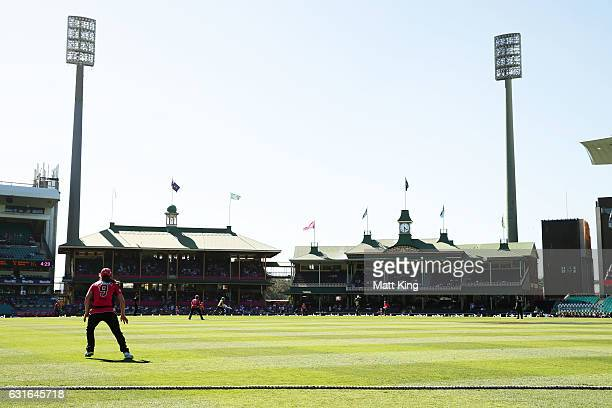A general view of play during the Women's Big Bash League match between the Sydney Sixers and the Sydney Thunder at Sydney Cricket Ground on January...