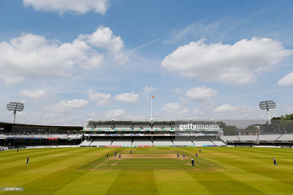 Middlesex Panthers v Surrey - Royal London One-Day Cup 2014 : News Photo