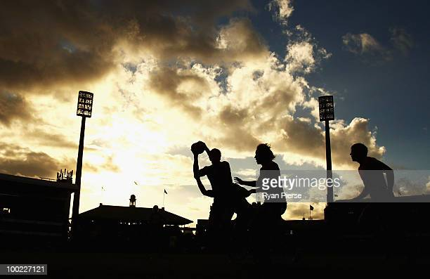 A general view of players competing for the ball during the round nine AFL match between the Sydney Swans and the Fremantle Dockers at the Sydney...
