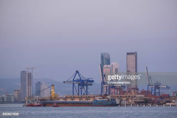 general view of port of izmir from a passenger ferry. - emreturanphoto stock pictures, royalty-free photos & images