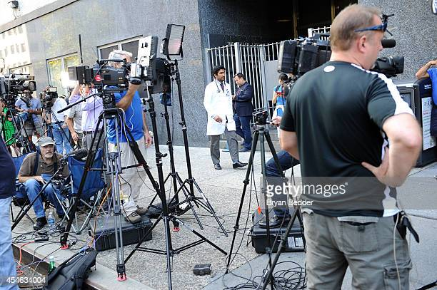 A general view of press outside of Mount Sinai Hospital on September 4 2014 in New York City Joan Rivers passed away on September 4 2014 after...