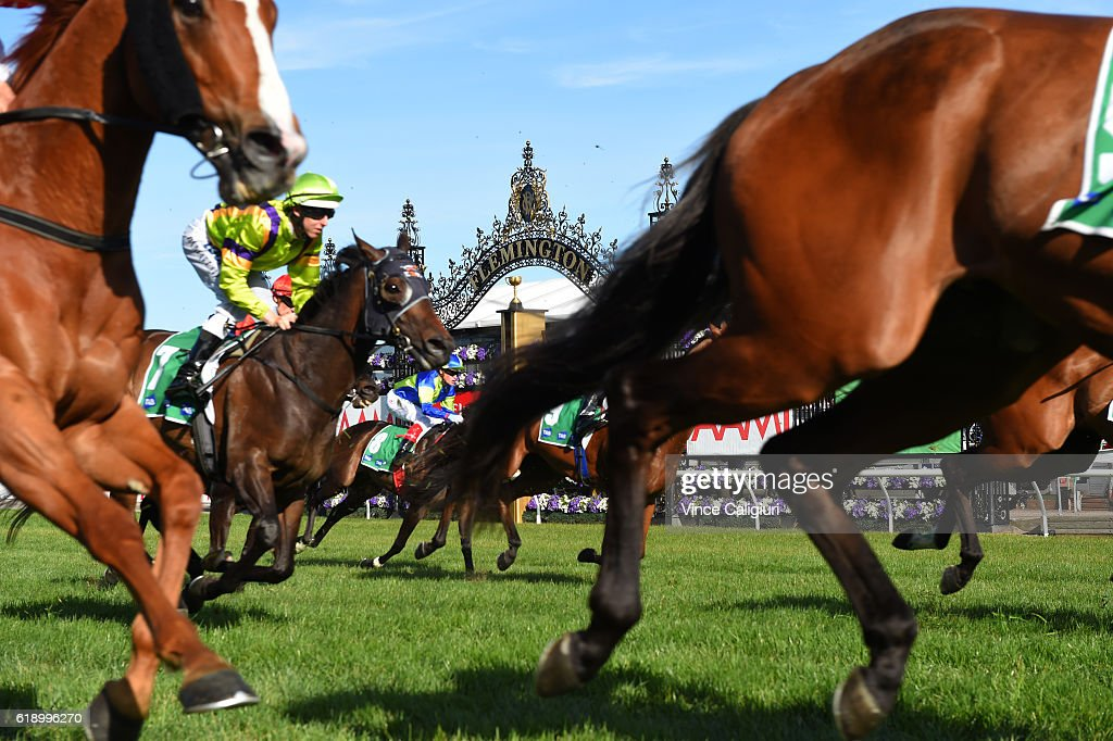 General view of Race 9 on Derby Day at Flemington Racecourse on October 29, 2016 in Melbourne, Australia.