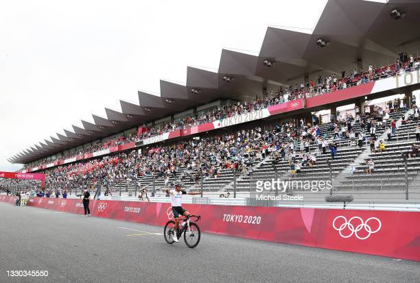 General view of Richard Carapaz of Team Ecuador celebrates winning the gold medal during the Men's road race at the Fuji International Speedway on...