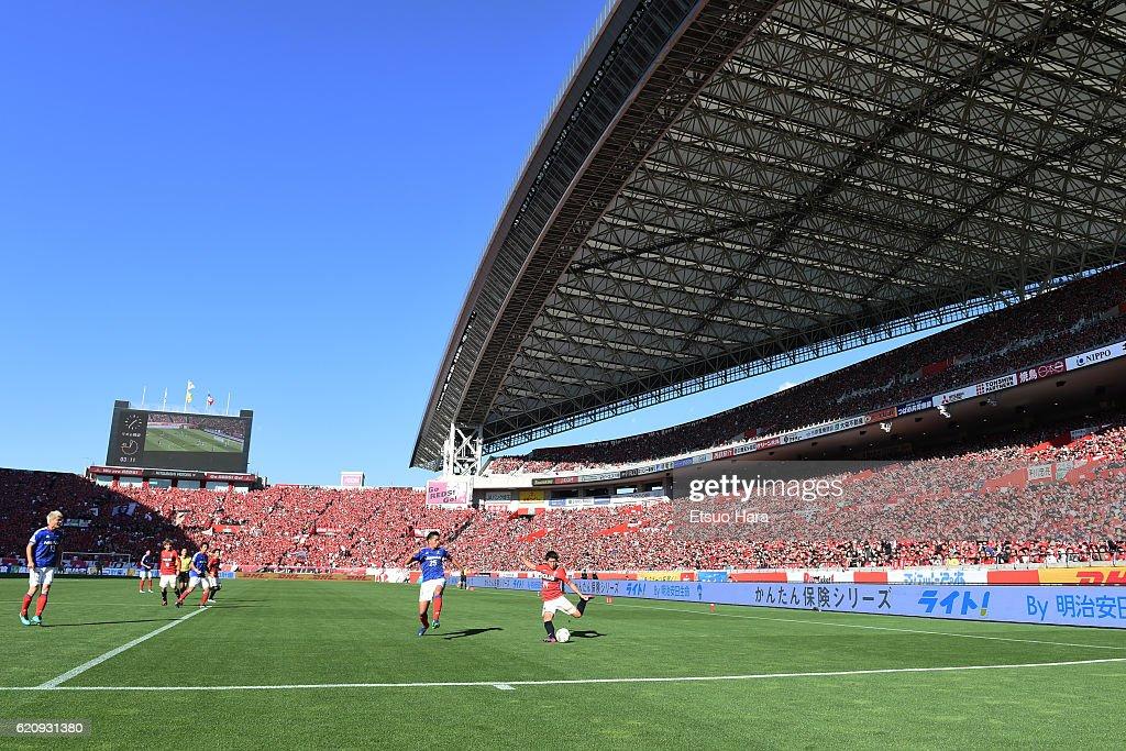 Urawa Red Diamonds v Yokohama F.Marinos - J.League : ニュース写真