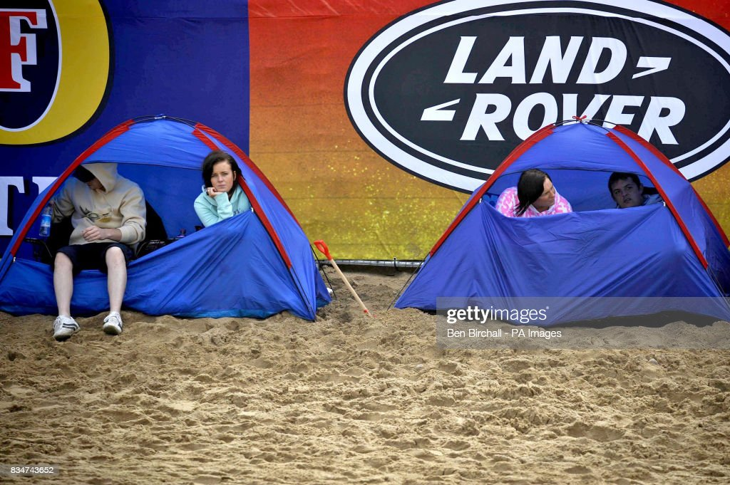 Rip Curl Boardmasters 2008. A general view of spectators on Fistral beach Newquay on the first day of the week & Rip Curl Boardmasters Pictures and Photos   Getty Images