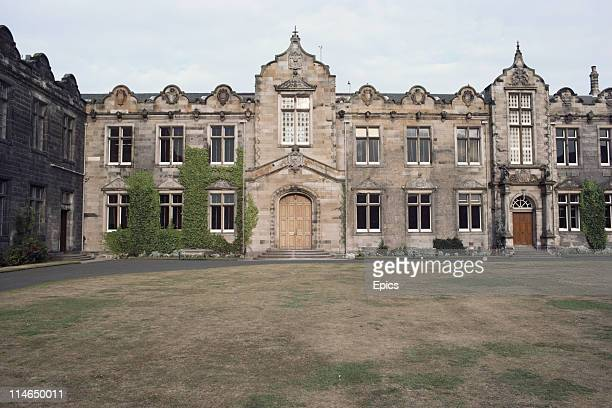General view of St Andrews University and quadrangle, Fife, Scotland August 1984. St Andrews is Scotland's first university and the third oldest in...