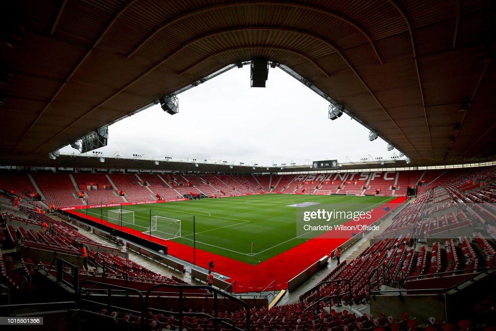 Southampton FC v Burnley FC - Premier League : ニュース写真