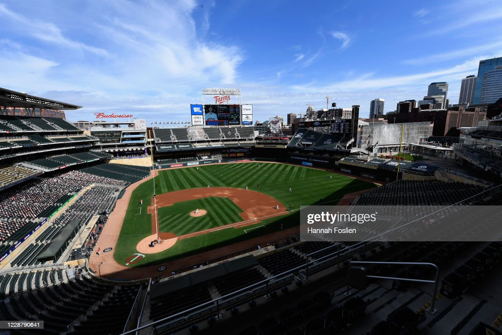 Wild Card Round - Houston Astros v Minnesota Twins - Game One : News Photo