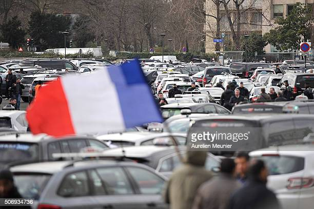 French Taxi Driver Stock Photos And Pictures Getty Images - Taxi porte maillot