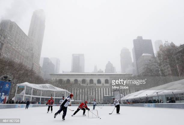 A general view of the 2014 NHL Stadium Series PopUp Hockey Game between former New York Rangers and New Jersey Devils at Bryant Park on January 21...