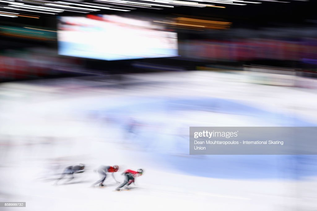 A general view of the action as Charle Cournoyer of Canda and Daan Breeuwsma of the Netherlands compete in the Mens 5000m Relay Final during the Audi ISU World Cup Short Track Speed Skating at Optisport Sportboulevard on October 8, 2017 in Dordrecht, Netherlands.