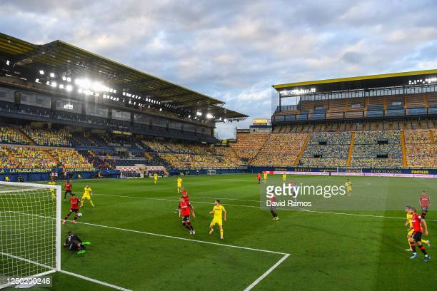 General view of the action during the Liga match between Villarreal CF and RCD Mallorca at Estadio de la Ceramica on June 16, 2020 in Villareal,...