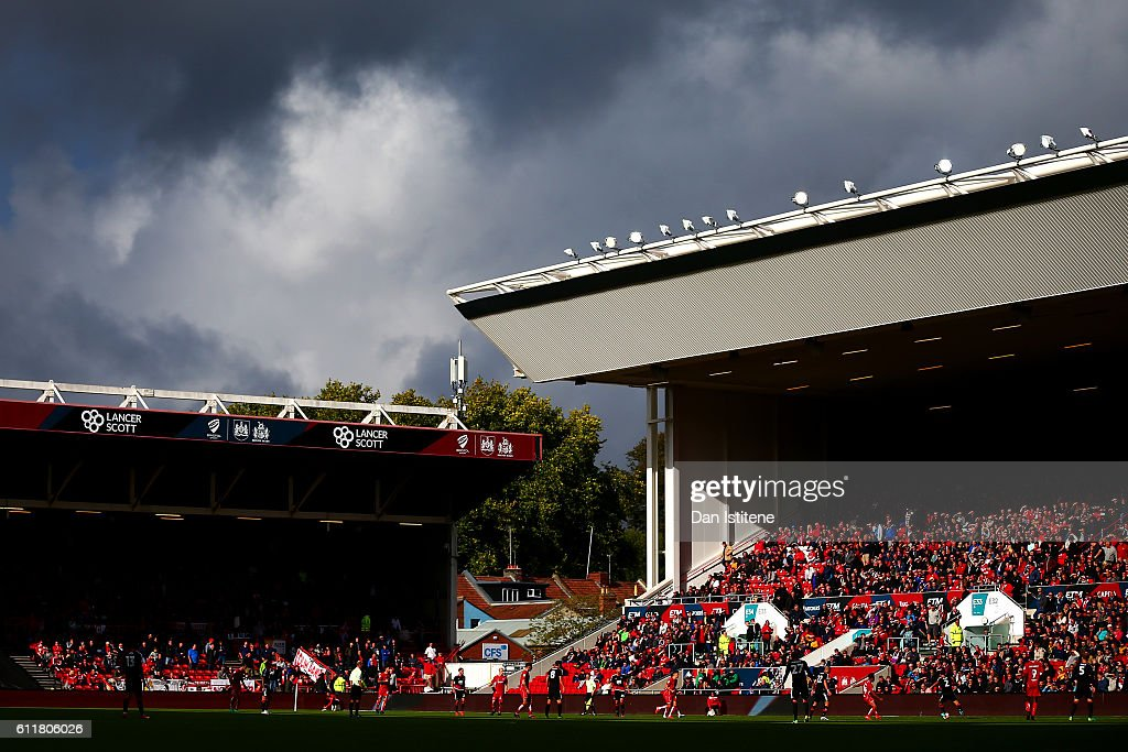 A general view of the action during the Sky Bet Championship match between Bristol City and Nottingham Forest at Ashton Gate on October 1, 2016 in Bristol, England.