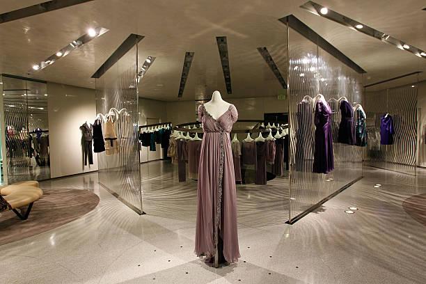 Fotos e imágenes de Vogue Hosts Alberta Ferretti Flagship ...