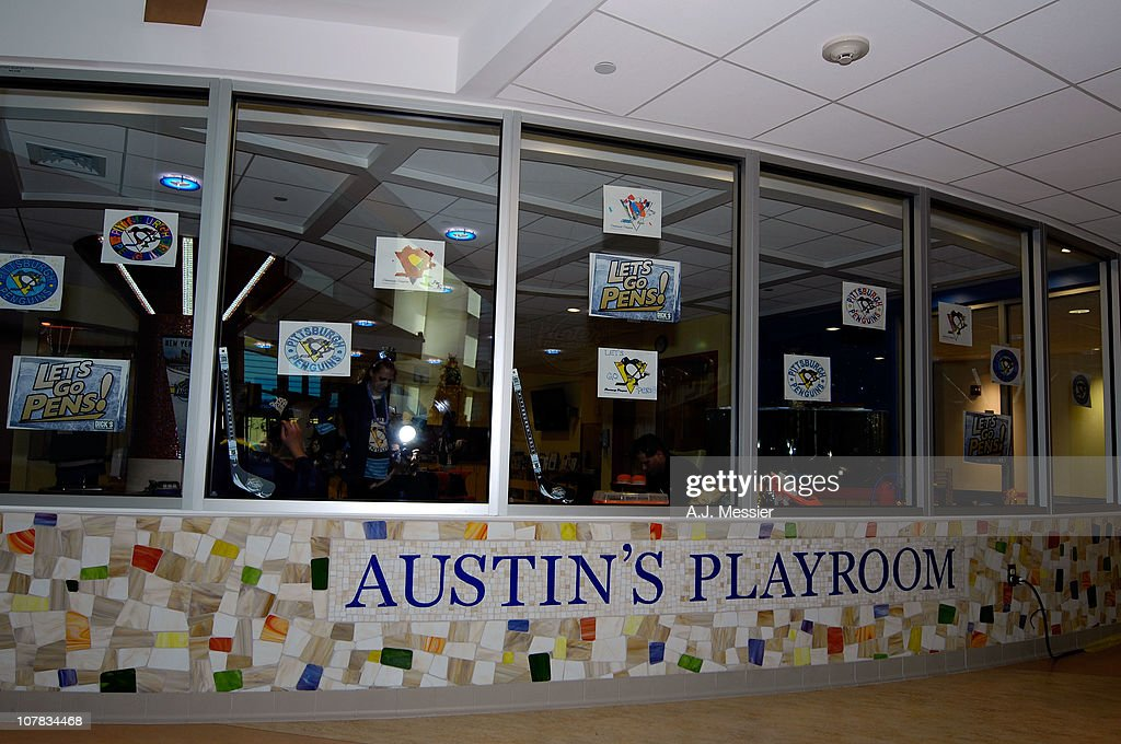 A general view of the Atmosphere during the 2011 NHL Winter Classic Childrens Hospital Visit at the University of Pittsburgh Medical Center on December 31, 2010 in Pittsburgh, Pennsylvania.