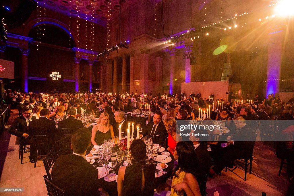 2015 amfAR New York Gala - Inside : News Photo