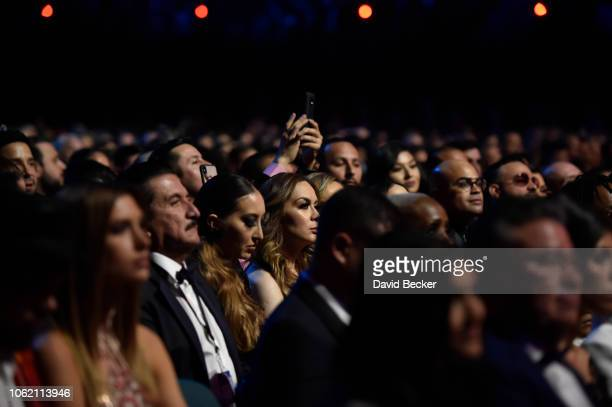 12 142 grammys audience photos and premium high res pictures getty images https www gettyimages fi photos grammys audience