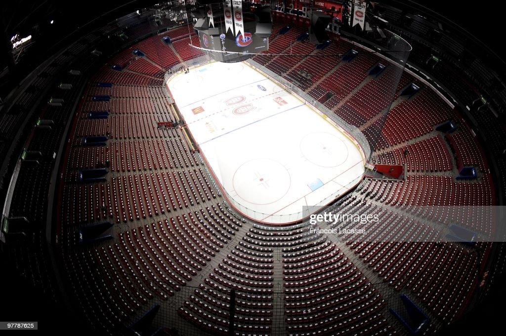 Edmonton Oilers v Montreal Canadiens : Fotografía de noticias