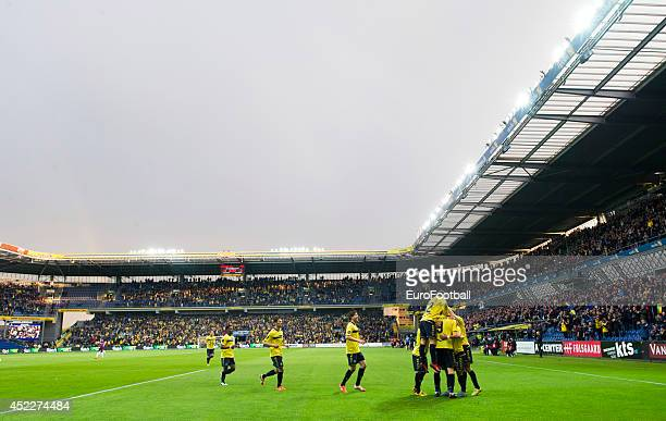A general view of the Brondby players celebrating during the Danish Superliga match between Brondby IF and FC Midtjylland at the Brondby Stadium on...