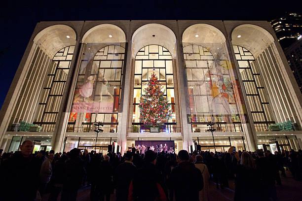 2011 metropolitan opera tree lighting ceremonyの写真およびイメージ