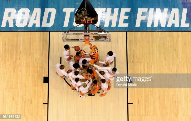 A general view of the Clemson Tigers coming together en route to their 8453 against the Auburn Tigers during the second round of the 2018 NCAA Men's...