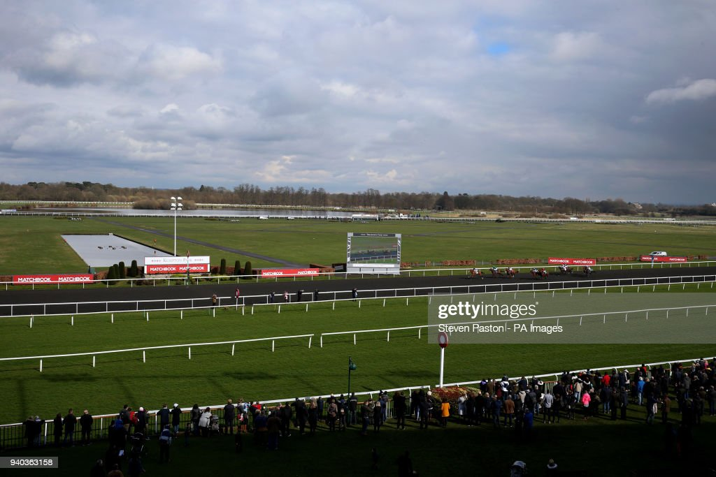 Easter family fun day kempton park racecourse pictures getty general view of the commission free racing at matchbook novice stakes during the easter family fun negle Gallery