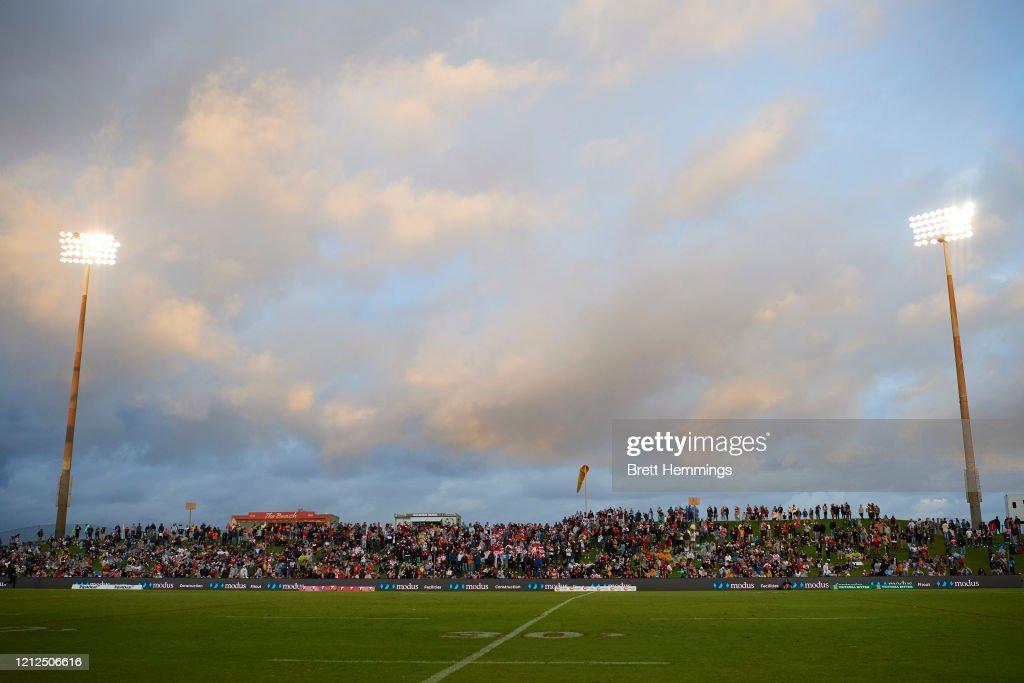 NRL Rd 1 - Dragons v Wests Tigers : News Photo