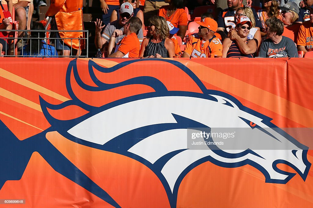 Indianapolis Colts v Denver Broncos : News Photo