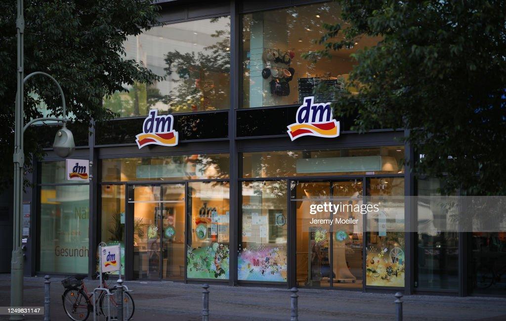 Retailer And Luxury Stores In Berlin : Nachrichtenfoto