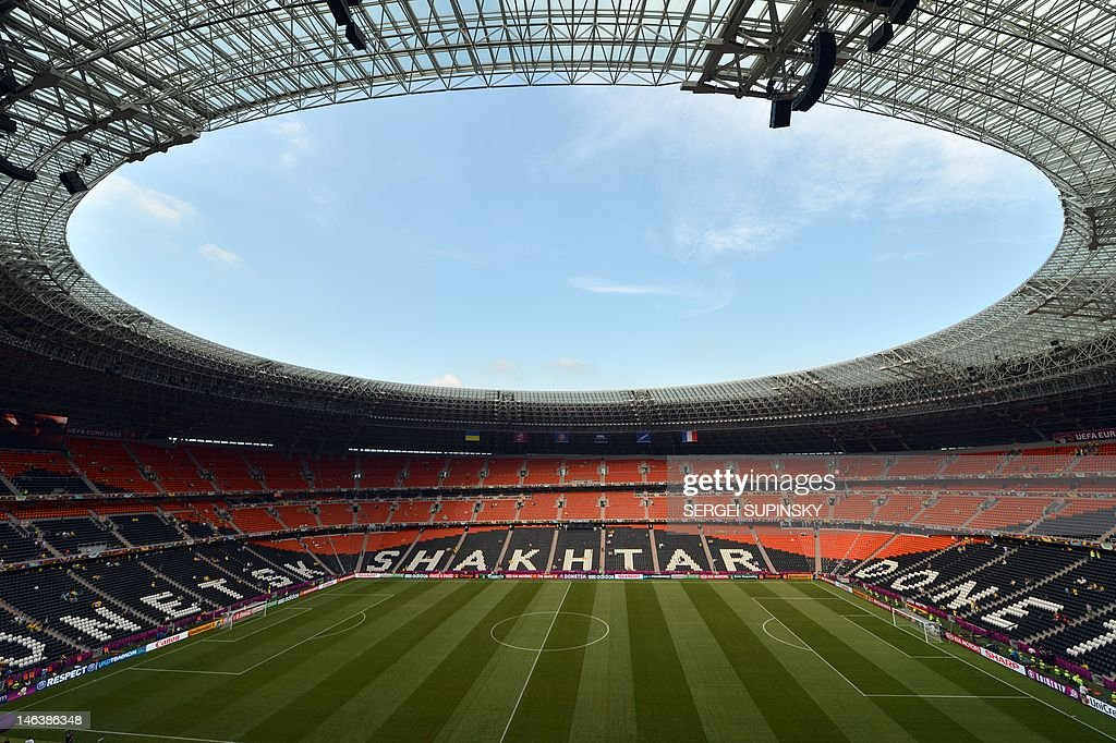 A general view of the Donbass Arena in D : News Photo