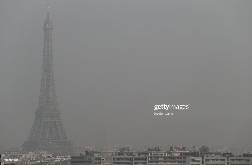 Eiffel Tower: Pollution Warning : News Photo