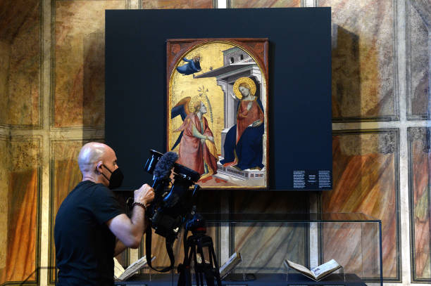 """ITA: """"Dante, Honorable And Ancient Florence's Citizen"""" Exhibition Preview"""