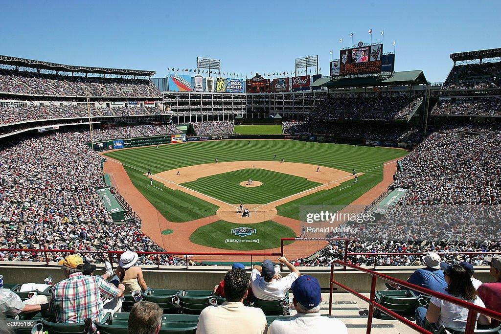 Los Angeles Angels of Anaheim v Texas Rangers : ニュース写真