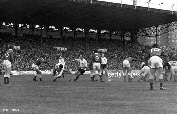 A general view of the Five Nations Tournament game opposing France to Wales at Colombes 28 march 1971 From left to right Wales' Arthur Lewis French...