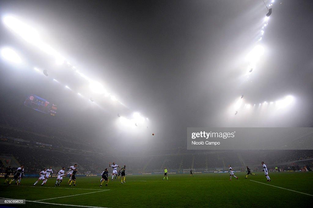 A general view of the fog during the Serie A football match... : Nachrichtenfoto
