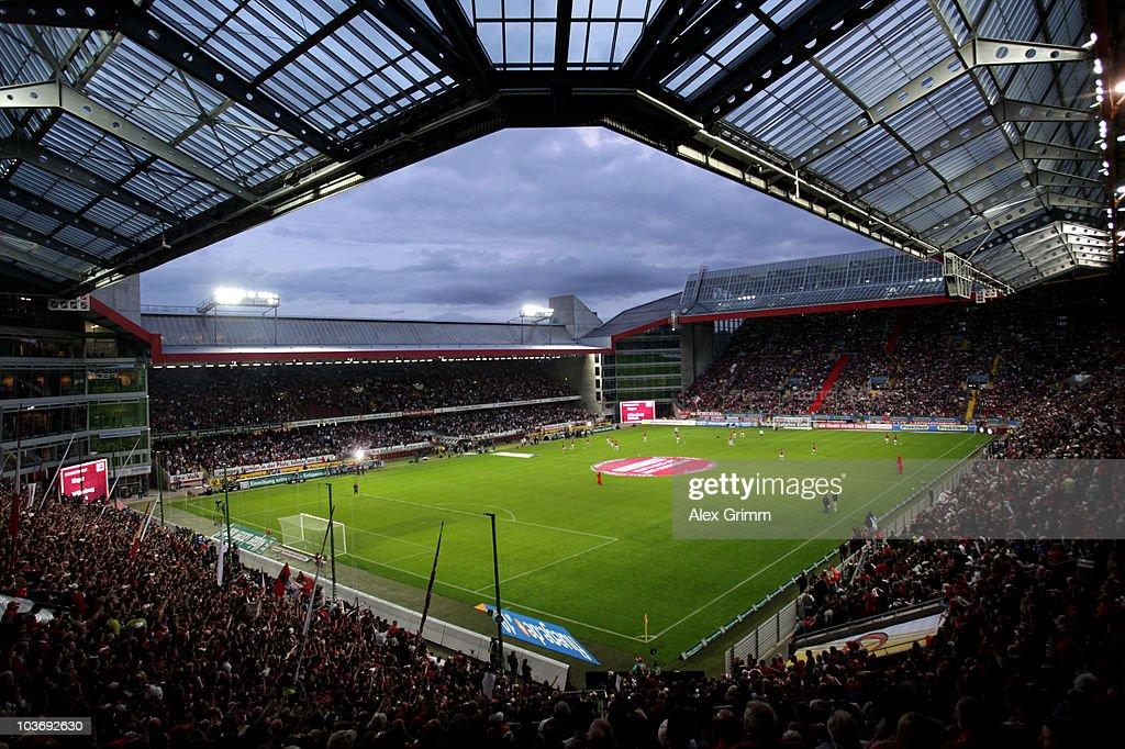 1. FC Kaiserslautern v FC Bayern Muenchen - Bundesliga : News Photo