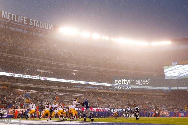 General view of the game between the New York Giants and the Washington Redskins at MetLife Stadium on December 29, 2013 in East Rutherford, New...
