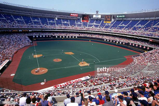 A general view of the game between the Philadelphia Phillies and Florida Marlins on June 18 1995 at Veterans Stadium in Philadelphia Pennsylvania The...