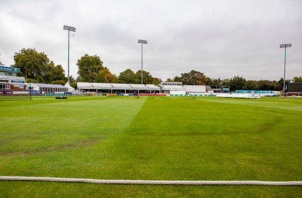GBR: Essex v Surrey - Specsavers County Championship - Day One