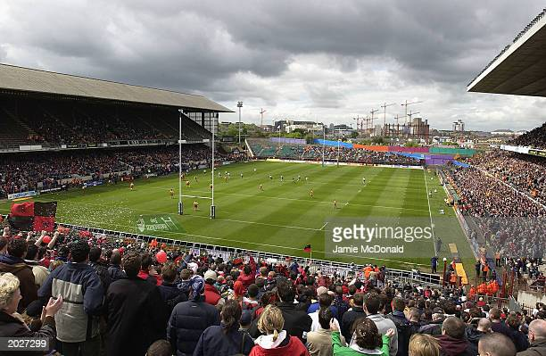 General view of the Heineken Cup Kick off during the Heineken Cup Final match between Perpignan and Toulouse on May 24, 2003 at Lansdowne Road,...