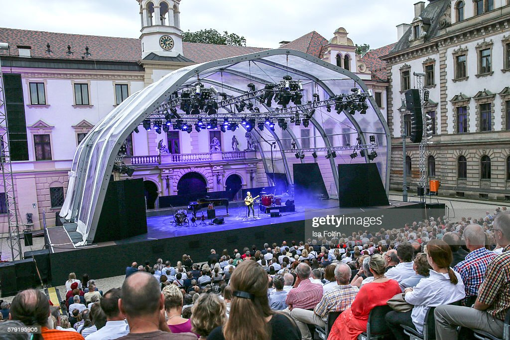 a general view of the joan baez concert during the thurn taxis castle festival 2016 - Violet Castle 2016