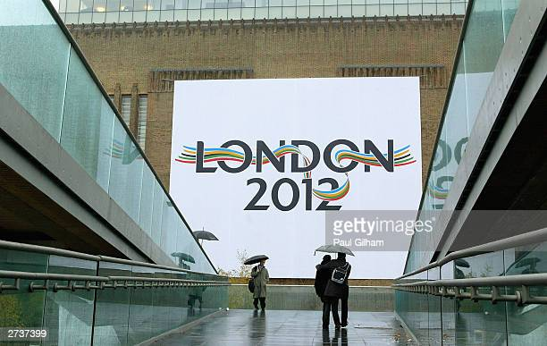 General view of The London 2012 Olympic bid Logo which was was unvieled on the side of the Tate Modern Gallery on November 17, 2003 in London. The...