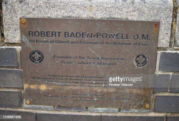 General view of the Lord BadenPowell plaque by the statue on June 11 2020 in Poole United Kingdom The statue of Robert BadenPowell on Poole Quay is...