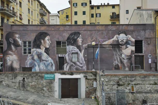"ITA: Salvo Ligama ""Fiori Di Glicine"" Murales"