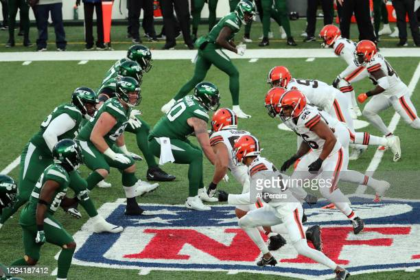 General view of the Offensive Line of the New York Jets against the Defensive Line of the Cleveland Browns on the NFL Crest at MetLife Stadium on...